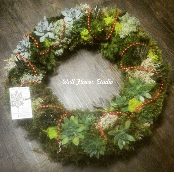 Deck the halls, and the walls… with festive succulents andmoss!
